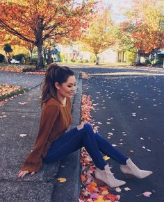 Curated for Jessica Ricks . Photography Poses Women, Autumn Photography, Girl Photography, Cute Fall Outfits, Fall Winter Outfits, Autumn Winter Fashion, Jessica Ricks, Autumn Aesthetic, Foto Pose