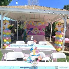 Party decorations for a baby shark theme. Balloon columns and balloon garland IG 2nd Birthday Party For Girl, Shark Birthday Cakes, Girl Birthday Themes, Baby Party, Birthday Balloons, Birthday Ideas, Shark Party Decorations, Birthday Decorations, Balloon Columns