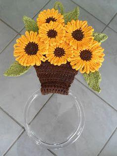 Cantinho das Artes: Porta pano de prato! Crochet Motifs, Crochet Potholders, Crochet Flower Patterns, Crochet Doilies, Crochet Flowers, Crochet Towel Holders, Crochet Towel Topper, Crochet Decoration, Crochet Home Decor