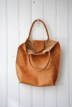 natural tanned leather tote made by labour-of-art.com