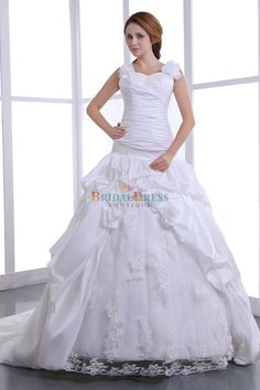 Delightful A-line Dual Straps Sweetheart White Wedding Dress With Hand-made Flowers