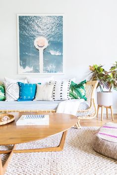 The coastal aspect of this home décor can be seen in the study where a photographic print of the ocean is complemented by a striking Serena & Lily daybed. Who wouldn't want to work here?
