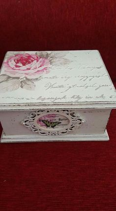 Napkin Decoupage, Decoupage Tutorial, Decoupage Box, Decoupage Vintage, Shabby Boxes, Cigar Box Crafts, Altered Cigar Boxes, Diy Recycling, Fabric Paint Designs