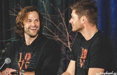 Jared and Jensen smiles at convention