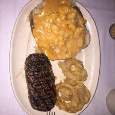 @chuckie311 loves our steak and potatoes #clearmanssteaknstein #steaknstein #clearmansrestaurants #cheesebread #restaurant #lunch #dinner #eat #food #foodporn #foodgasm #instafood #yum #yumyum #yummy #delicious #sangabriel #losangeles #familyrestaurant #steak #stuffed #comfortfood #homecooking #classic #traditional #beer