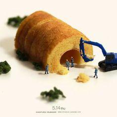 Since April 2011 every day Tatsuya Tanaka has been presenting a new photo of miniature figures set with everyday objects looki. Photo Macro, Miniature Calendar, Miniature Photography, Tiny World, Miniature Figurines, Mini Things, Food Humor, People Art, Japanese Artists