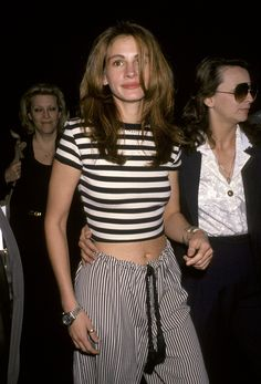 Julia roberts in the back in time, summer clothes, summer outfits, muse 1990s Fashion Trends, Fashion Tips, 1990s Fashion Women, Nineties Fashion, Celebrities Fashion, Fashion 2018, Fashion Fashion, Fashion Brands, 1990 Style