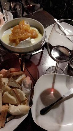 Brie fondue with apricot chutney