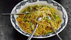 Kermainen avokadopasta - Yhteishyvä Italy Food, My Cookbook, Japchae, Pasta Dishes, Italian Recipes, Nom Nom, Recipies, Spaghetti, Good Food