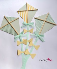 Kite made by hand with scrapbook paper. Dimensions: 14 x 9 cm Go glue .- Pipa feito artesanalmente com papel de scrapbook. Dimensões: 14 x 9 cm Vai cola… Kite made by hand with scrapbook paper …. Baby Shower Parties, Baby Shower Themes, Baby Boy Shower, Kite Making, Diy And Crafts, Crafts For Kids, Paper Cards, Baby Decor, Baby Birthday