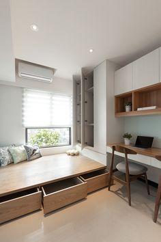Adorei a disposição dos móveis aqui tbm, o armário, a escrivaninha e a cama tbm. Só não gostei da cor dessa madeira.