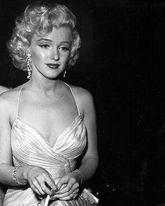 "Polubienia: 19.2 tys., komentarze: 65 – Lost in history (@lostinhistorypics) na Instagramie: ""Marilyn Monroe, 1953"""