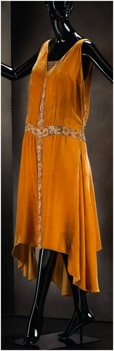 Evening dress, by Gabrielle Chanel, 1927/28. Silk fabric, beading.