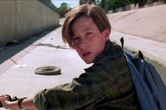 Edward Furlong as John Connor in Terminator 2 - Judgment Day Edward Furlong, Yumi Lashes, Film Science Fiction, Terminator Movies, John Connor, Perfect Body Shape, Husband Humor, Purple Sky, Beginner Painting