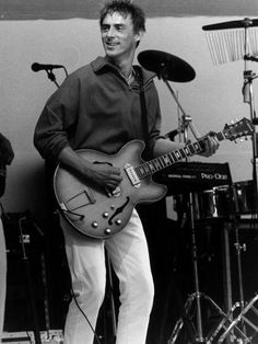 paul-weller-of-style-council-at-live-aid-concert-1985-wembley-stadium.jpg (338×450)