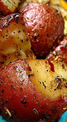 Onion Soup Roasted Red Potatoes - Olive oil and Lipton's Onion Soup are all you need to create this fabulously flavorful side dish. ❊ potato al horno asadas fritas recetas diet diet plan diet recipes recipes Red Potato Recipes, Vegetable Recipes, Vegetarian Recipes, Healthy Recipes, Cooking Recipes, Skillet Recipes, Healthy Cooking, Cooking Tips, Healthy Food