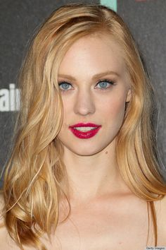 Makes Frosty White Eyeliner Look Freaking Amazing Deborah Ann Woll! She's amazing and beautiful! She's amazing and beautiful! Beautiful Redhead, Beautiful Eyes, White Eyeliner Looks, Blaues Make-up, Strawberry Blonde Hair Color, White Strawberry, Day Makeup Looks, Blue Eye Makeup, Hair Makeup