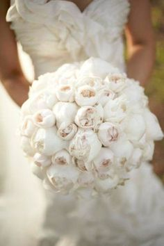 Brides Bouquet - i love the texture - perhaps a more variety in flowers and more colors in the bouquet!