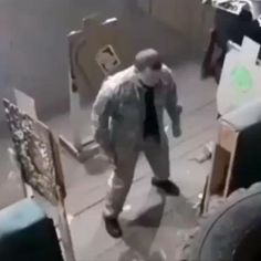 Funny Vid, Funny Clips, Funny Memes, Self Defense Moves, Self Defense Martial Arts, First Person Shooter Games, Wow Video, Martial Arts Techniques, Martial Arts Workout