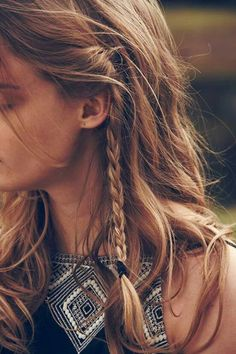 A delicate mini braid creates instant Beauty. Good Hair Day, Great Hair, Messy Hairstyles, Pretty Hairstyles, Hair Inspo, Hair Inspiration, Boho Stil, Looks Style, Mode Style