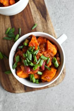 Sweet Potato Chili loaded with wholesome, healthy veggies and a rich tomato base. This is hearty and filling and full of nutrition! via @thevegan8