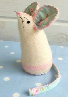 Pin Cushion Mice: Free Pattern & Template / Bustle & Sew