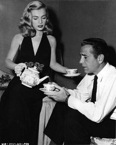 Lizabeth Scott and Humphrey Bogart on the set of 	Dead Reckoning (1947) on a tea break