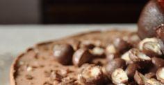 Suklaajuustokakku Suklaajuustokakusta on tullut ylivoimaisesti minun lempi herkku, joten halusin tehdä sitä välttämättä myös ristiäis...