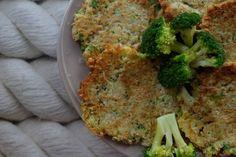 Super placky (nie len) pre deti z brokolice - Placky zje Linda (16 m), hocikedy. Snažila som sa ich piecť v rúre, ale aj nasucho na panvici. Má ich rada a je to pre ňu jedno z top jedál, ktoré zje vždy. Niekedy sa stane, že skúsim novinku a potom odmietne zjesť. Na druhý deň zje obdobné jedlo úplne bez námietok. Jednoducho, asi to poznáte, deti majú svoje náladičky. :) K tomuto jedlu som podávala uvarenú brokolicu, z ktorej som placky robila a acidofilné mlieko. Ona si to všetko zliala do…