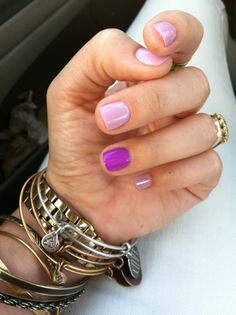 Purple ring finger nailart.