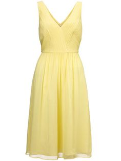 i could never wear this because its yellow but...