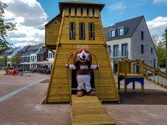Mio is ons vriendelijke, grote huisdier die op Dormio Resort Maastricht woont. Mio houdt heel erg van gezelligheid. Met zijn korte pootjes en lange oren ziet hij er grappig uit. En aan zijn iets te dikke buik kun je zien dat hij van lekker eten houdt. Hij is op Dormio Resort Maastricht dus helemaal op zijn plek. Oren, Resorts, Style, Swag, Vacation Resorts, Beach Resorts, Vacation Places, Outfits