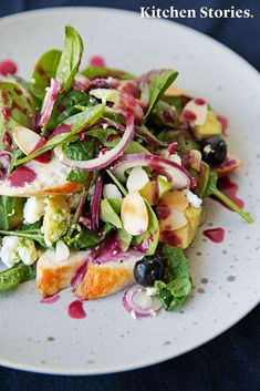 Use the blueberry season and prepare this delicious # avocado # chicken # salad with a homemade blueberry # vinaigrette. Crunchy salad, tender chicken breast fillet, roasted almonds and fresh blueberries make this salad an absolute # summer # recipe! Avocado Dessert, Blueberry Season, Chicken Breast Fillet, Green Veggies, Avocado Chicken Salad, How To Make Salad, Healthy Nutrition, Food Preparation, Vinaigrette