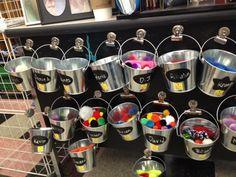 buckets.jpg 640×480 pixels