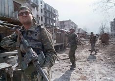 Russian soldiers in Grozny, Chechnya, 1995
