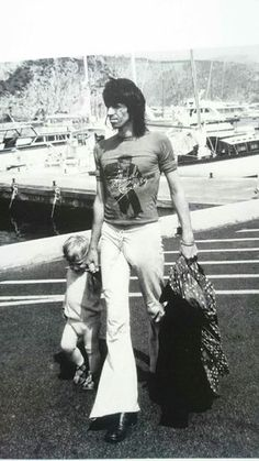 Keith and Marlon Rolling Stones, Rock Music Artists, Big Stone Gap, Vintage Rock T Shirts, Billionaire Lifestyle, Keith Richards, Music Photo, Mick Jagger, Mode Inspiration