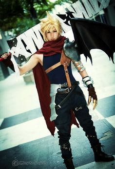 Cloud - Kingdom Hearts cosplay by Okageo Somebody is amazing. I want someone to cosplay Zack Fair and make it this well done of one. Cloud Cosplay, Cloud Strife Cosplay, Cosplay Anime, Epic Cosplay, Male Cosplay, Amazing Cosplay, Cosplay Outfits, Homestuck Cosplay, Final Fantasy Cosplay
