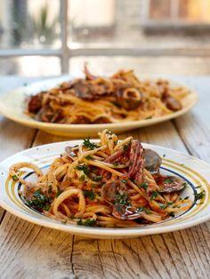 Spicy spaghetti vongole | Jamie Oliver | Food | Jamie Oliver (UK)