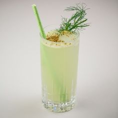 Fennel juice and agave perk up this wintery tequila highball from California bartender Anthony Parks. Tequila Drinks, Fruity Cocktails, Classic Cocktails, Fennel Pollen, White Wine Sangria, How To Make Drinks, Cocktail Making, Fresh Lime Juice, Cocktail Recipes