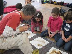 """#12aus2014, letzte Woche hat Nani Boronat zusammen mit der Kindergartengruppe seines Sohnes bei MuniqueART seine wunderschönen Visual Haikus erstellt. Wir freuen uns und sind sehr gerne auch für die Kleinsten die richtige Kunst- und Kommunikationsplattform. Die Ausstellung """"12 aus 2014 - im Dialog"""" zeigt alle zwölf Künstler, die wir bei MuniqueART im Jahr 2014 präsentieren durften. Sie läuft noch bis zum 7. März 2014. Wir zeigen Arbeiten von 100 Euro bis 9.000 Euro."""