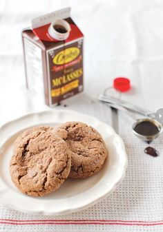 Gingerstamp Cookies - Embrace the flavours of the autumn season with molasses, ginger and cinnamon cookies. Cookie Recipes, Snack Recipes, Dessert Recipes, Desserts, Dessert Ideas, Snacks, No Bake Cookies, Yummy Cookies, Butter Bakery