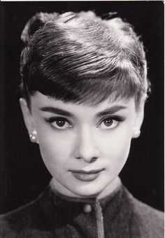 Audrey Hepburn always a classic beauty. Audrey Hepburn Mode, Audrey Hepburn Roman Holiday, Audrey Hepburn Photos, Classic Hollywood, Old Hollywood, Actrices Hollywood, Real Beauty, Movie Stars, My Idol