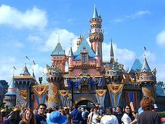 Google 画像検索結果: http://upload.wikimedia.org/wikipedia/commons/thumb/b/bc/Sleepingbeautycastle50.jpg/300px-Sleepingbeautycastle50.jpg