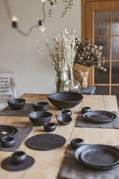 Stoneware Dinnerware Sets, Ceramic Plates, Black Dinnerware, Ceramic Art, Dinner Plate Sets, Dinner Sets, Dinner Table, Rustic Dinner Plates, Plates And Bowls