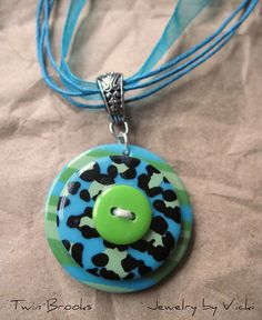 Button Necklace: Now I know what to do with those button cards that come with these colorful buttons.