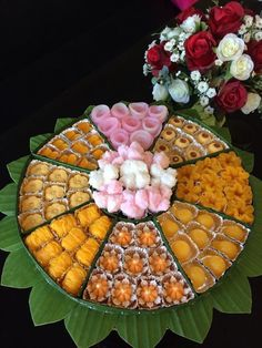 Thai Dessert, Marzipan, Authentic Thai Food, Laos Food, Dessert Packaging, Thai Cooking, Food Garnishes, Asian Desserts, Food Decoration