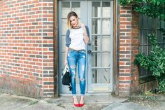 Casual Chic look | Tee and jeans look | Destroyed Denim look | Uptown with Elly Brown