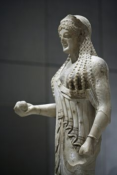 Exhibits from the Acropolis museum in Athens Greece. A goddess holding a pomegranate. Ancient Greek Sculpture, Ancient Greek Art, Ancient Greece, Greek History, Ancient History, Art History, Classical Greece, Classical Art, Archaic Greece
