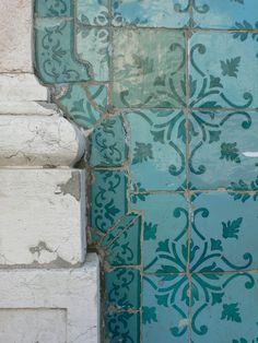 European Summer, Italian Summer, Vicky Christina Barcelona, Art Ancien, Portuguese Tiles, Turkish Tiles, Moroccan Tiles, Summer Aesthetic, Tile Art