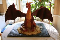 Smaug Dragon Cake by The Cakerator Dragon Birthday Cakes, Dragon Cakes, 9th Birthday, Gorgeous Cakes, Amazing Cakes, Hobbit Cake, Knight Cake, Cupcake Cakes, Cupcakes